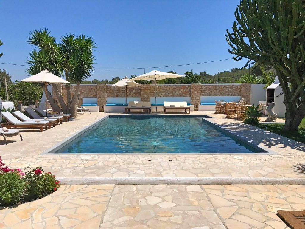 finca with swimming pool